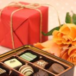 バレンタインに片思いの女性をデートに誘っても大丈夫?逆チョコの渡し方とおすすめを紹介