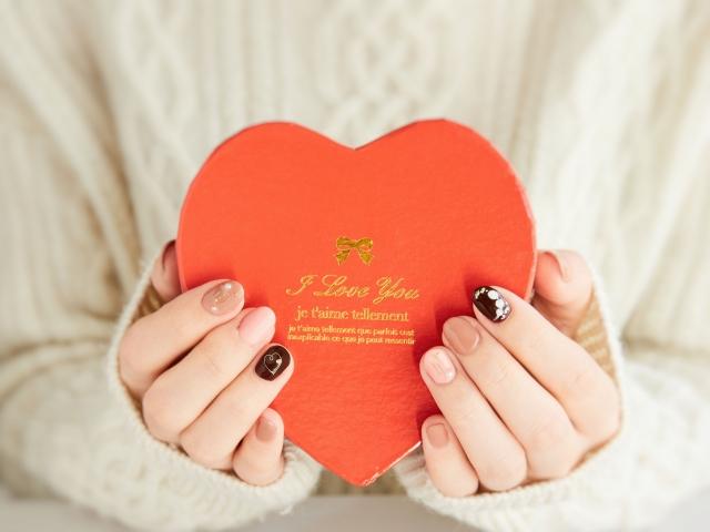 職場で片思い中の男性へバレンタインに手作りチョコはあり?添えるメッセージと渡し方を紹介
