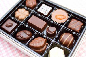 女性1人の会社でバレンタインにチョコはみんなに贈るべき?男性社員の本音と渡し方を紹介