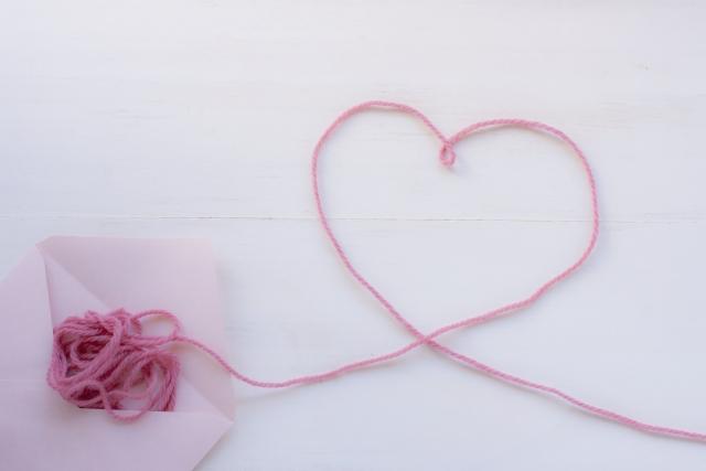 バレンタインに片思いの彼への手紙の内容は?ベストな長さと便箋や封筒を紹介