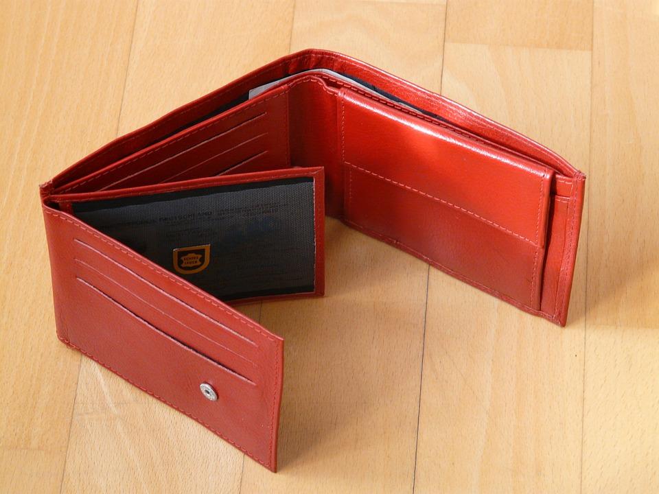 クリスマスプレゼントとして40代男性へ贈る財布の人気ブランドは?おすすめのデザインやカラーを紹介