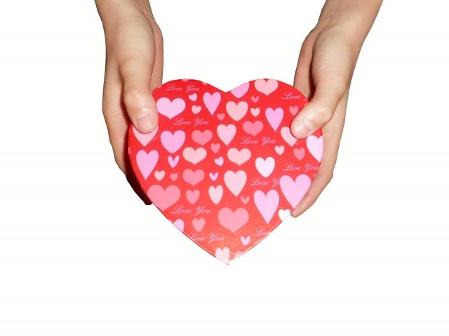 バレンタインの男性が思う本命チョコとは?義理との差のつけ方と渡し方を紹介