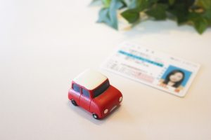 春休みの免許取得は通いと合宿はどっちが早くとれて安いのか?